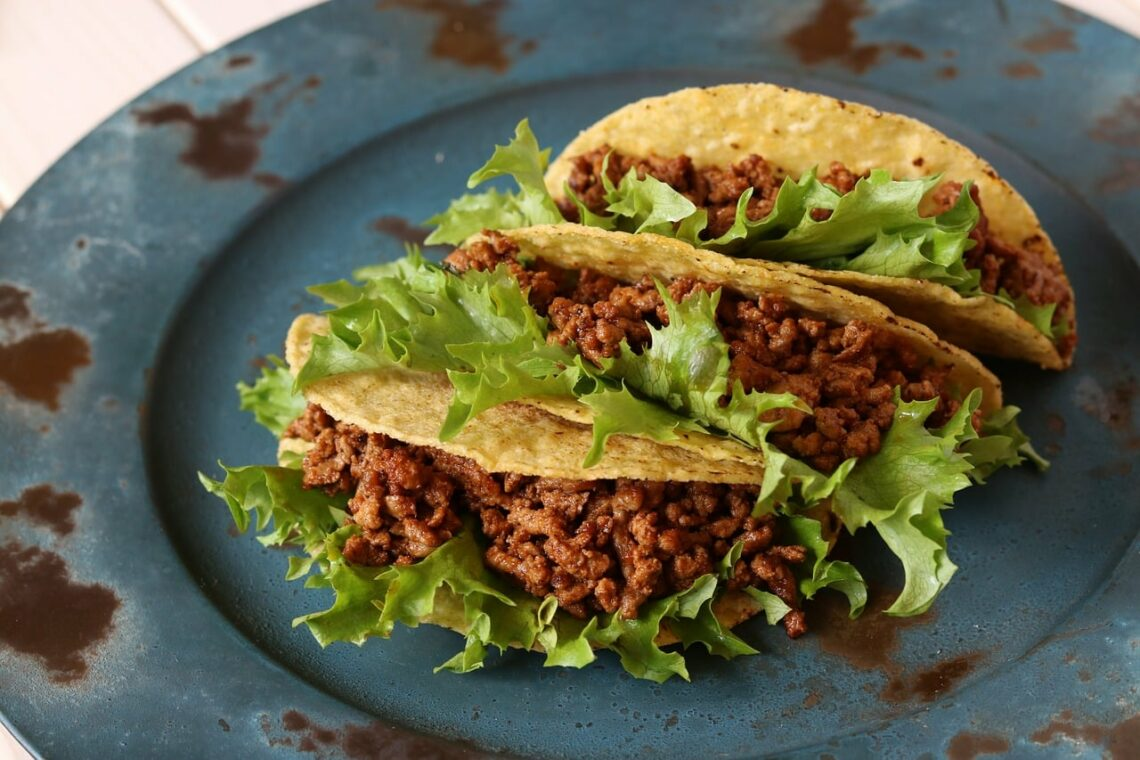A plate of identical tacos